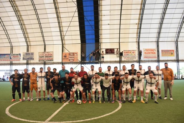 Futbol turnuvasının şampiyonu Vip İletişim