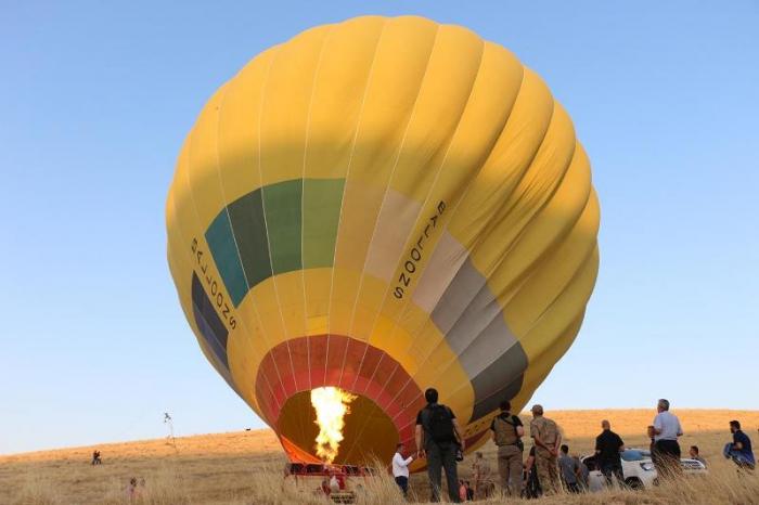 Mardin'de tarihi yerler hava balonuyla görüntülendi