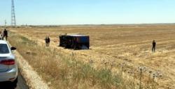 İpek yolunda kaza yapan kargo aracı şarampole devrildi