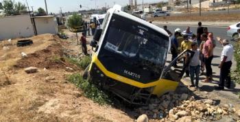 Nusaybin'de tır ile minibüs çarpıştı, facia kıl payı atlatıldı