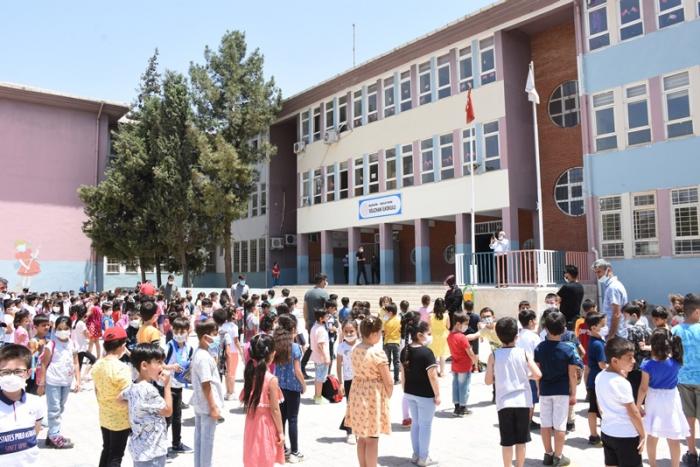 Büşra ve Suzan Öğretmenin okulunda yas var
