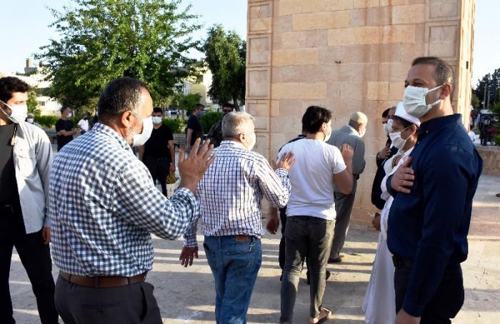 Kaymakam Yalçın, vatandaşlar ve görevi başındaki personel ile bayramlaştı