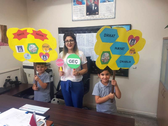Nusaybin'de tüm okulların katılımıyla Yaya geçidi nöbeti tutuldu