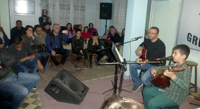 Nusaybin'de genç müzisyenler ilk sahne performanslarını sergiledi