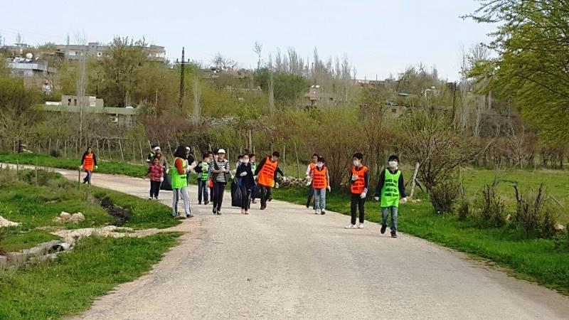 Nusaybin'de Öğrenciler tarihi tepede temizlik yapt