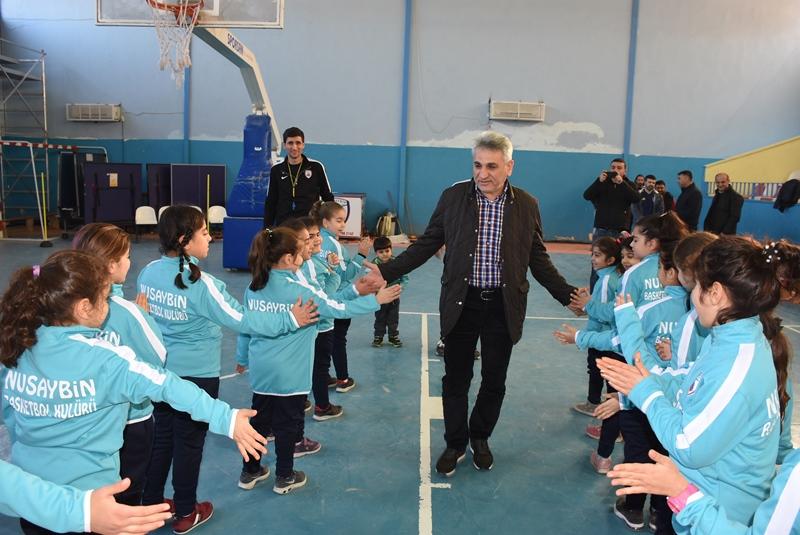 Aktaş'tan Minik Basketbolculara eşofman