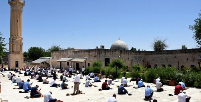 Camilerde beş vakit cemaatle namaz kılınmaya başlanacak