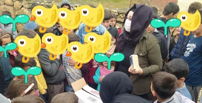 Çocuklara kışlık giyim dağıtıldı