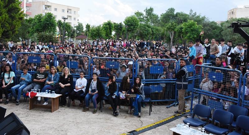 Sanatçı Emre Aydın Nusaybin'de konser verdi