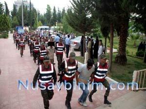 Sınırda Kaçakçılık yaptıkları ve Rüşvet aldıkları iddiasıyla 7'si asker 20 kişi Mahkemeye çıkarıldı