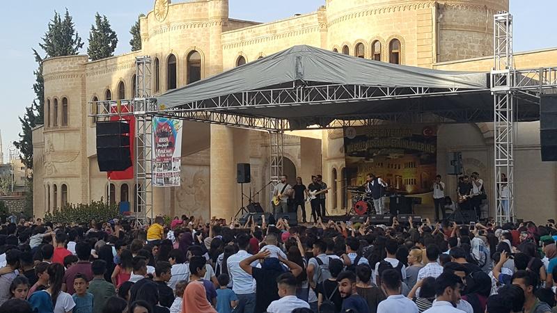 Gece Yolcuları Nusaybin'de konser verdi