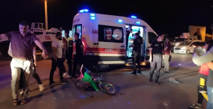 Hafif ticari araç ile motosiklet kazasında 3 kişi yaralandı