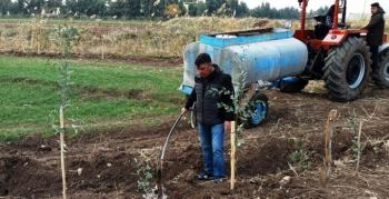 Çiftçi Yüce, Yolbilen Mahallesine Bin 500 fidan dikti