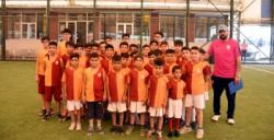 Galatasaray Nusaybin Okulu Sporcuları kamp için İstanbul'a gitti
