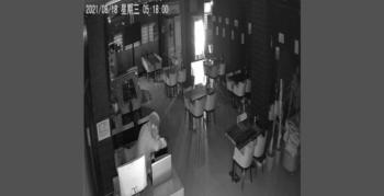 Kafeye giren hırsız tablet, bilgisayar ve bahşiş kutusu çaldı