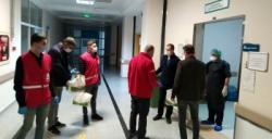 Kızılay'dan sağlık çalışanlarına tatlı ikramı