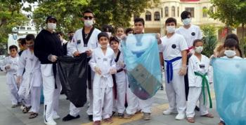 Minik Sporcular Nusaybin ilçe merkezinde çöp topladı