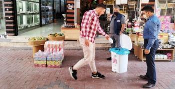 Nusaybin'de caddelere atık maske ve eldiven kutuları konuldu