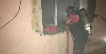 Nusaybin'de yardıma muhtaç ailenin evi yandı, aile ortada kaldı