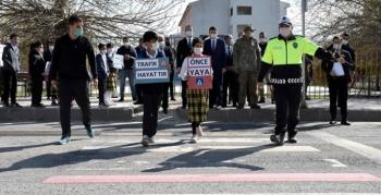 Nusaybin'de 'Yayalar Kırmızı Çizgimiz' uygulaması gerçekleştirildi