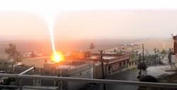 Nusaybin'de yıldırım düşme anı kameraya yansıdı