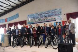 Sabah Namazını giden çocuklara bisiklet ödülü