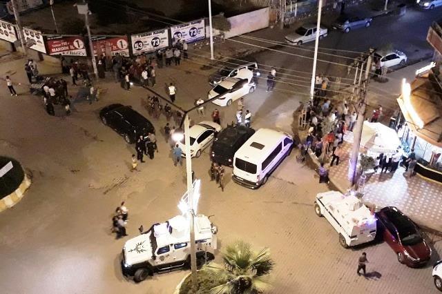 Kızıltepe'de 'dur' ihtarına uymayan otomobilden silah çıktı