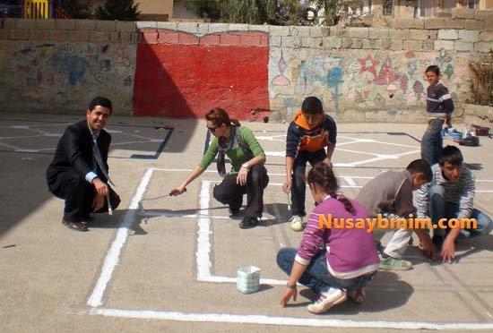 Beş kutu boya, Çocuklar oynasın doya doya