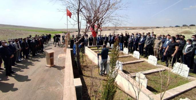 Nusaybin'de 34 yıl önce şehit edilen 8 kişi mezarları başında anıldı