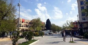 Nusaybin'de şehrin ana hoparlörlerinden evde kalın çağrısı yapılıyor