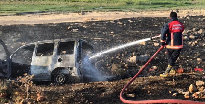 Nusaybin'de seyir halindeki araç yandı