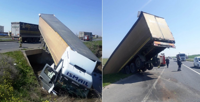 Nusaybin İpek yolunda iki aracın karıştığı kazada 1 kişi yaralandı