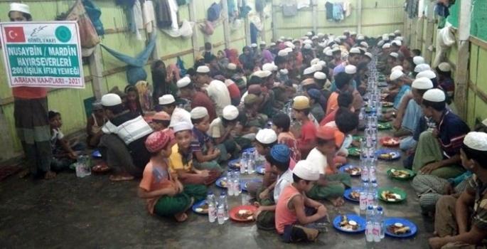Nusaybinli hayırseverler Arakan Kamplarına iftar gönderdi