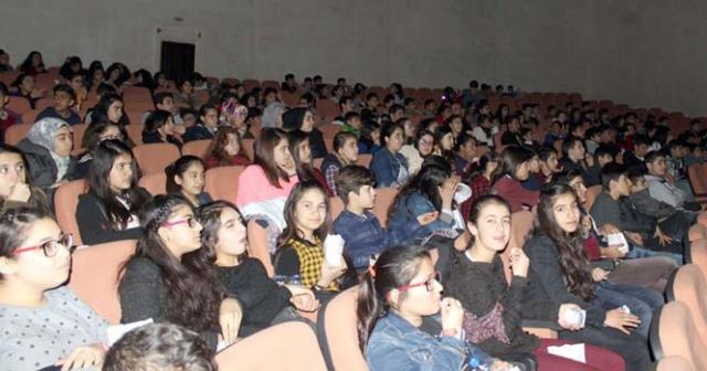 TÜGVA Nusaybin'de öğrencileri sinemayla buluşturdu