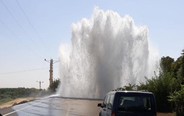 Nusaybin'den Artuklu ve Kızıltepe'ye giden içme suyu şebekesi patladı