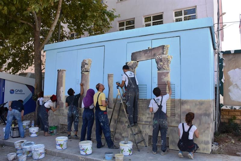 Nusaybin'de elektrik kabinlerine tarihi resimler