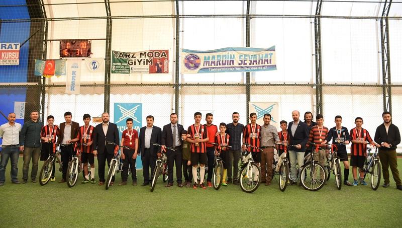 Nusaybin'deki TÜGVA turnuvasında Şampiyonlara bisiklet