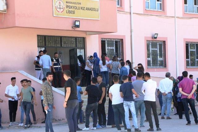 Kızıltepe'de 10 yıl aradan sonra üniversiteye girişi sınavı yapıldı