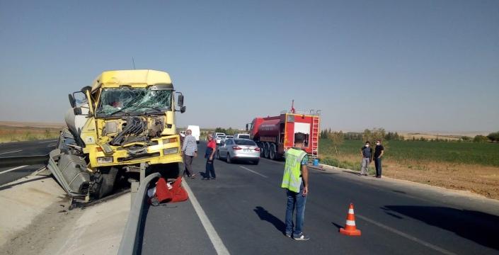Benzin yüklü tanker kaza yaptı