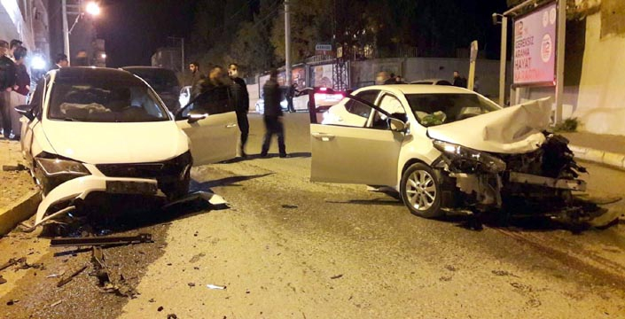 Nusaybin'de iki otomobil çarpıştı, 2 yaralı