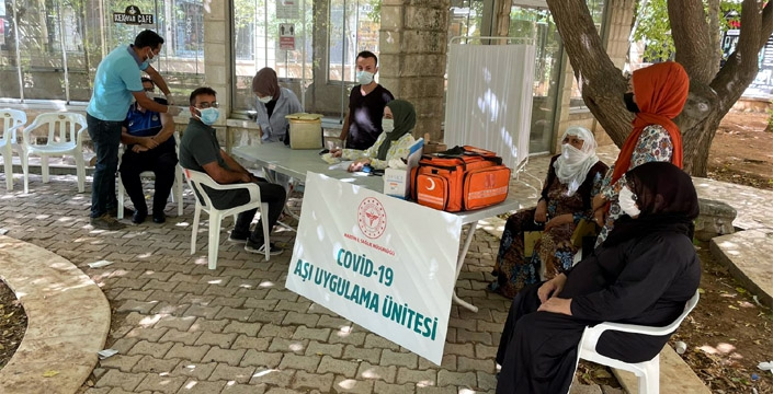 Nusaybin'de Kovid-19 aşısı standı kuruldu