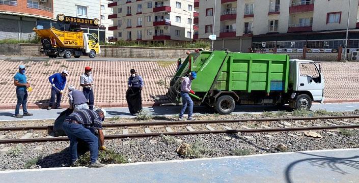 Tarihi demiryolu çevresi temizlendi