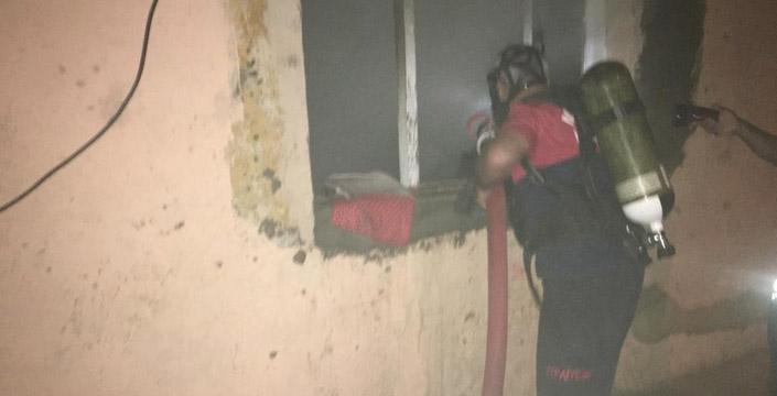 Yardıma muhtaç ailenin evi yandı
