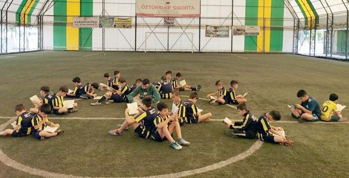 Fenerbahçe Okulunda Kitap okuma etkinliği