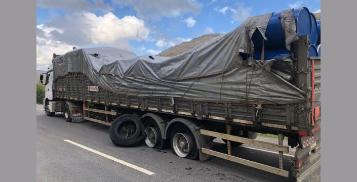 Nusaybin - Midyat Karayolunda otomobil ile tır kaza yaptı