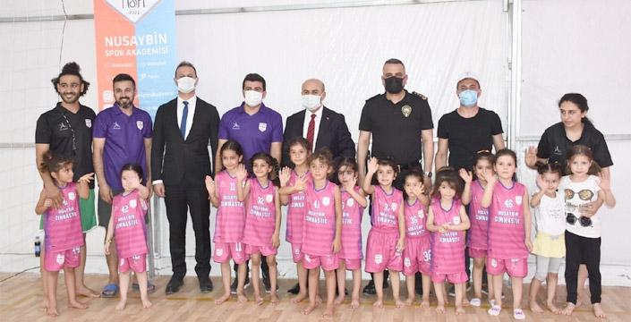 Vali Demirtaş, Nusaybin Spor Akademisini ziyaret