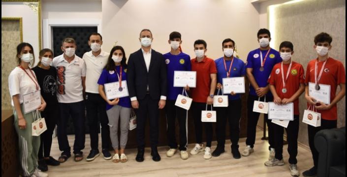 Wushu Kung Fu Türkiye Şampiyonasında dereceye giren sporcuları ödül